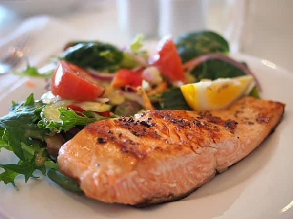 porciones de salmón chileno