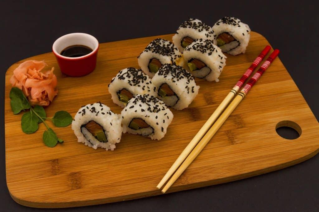 Sushi de salmón fresco