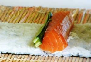 cómo enrollar sushi