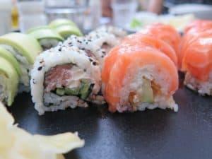 Sushi california de salmón
