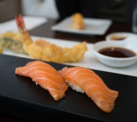 Sushi Nigiri de salmón crudo