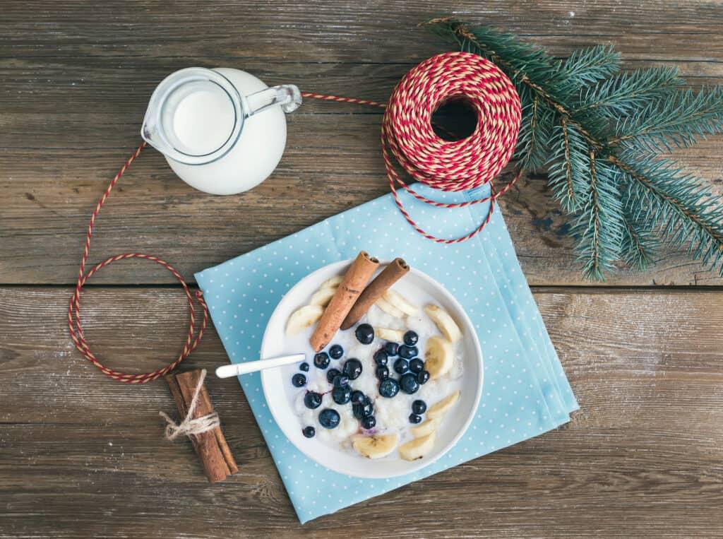 yoghurt, arándanos y canela