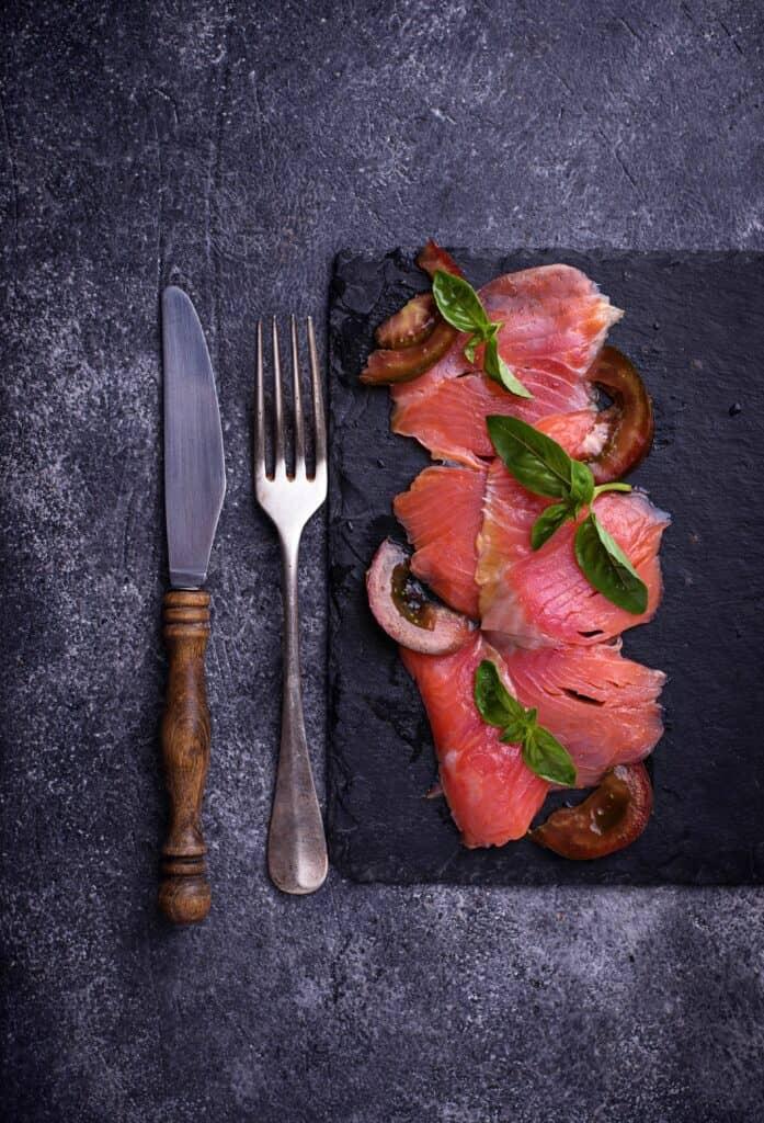 Carpaccio de salmón rosado