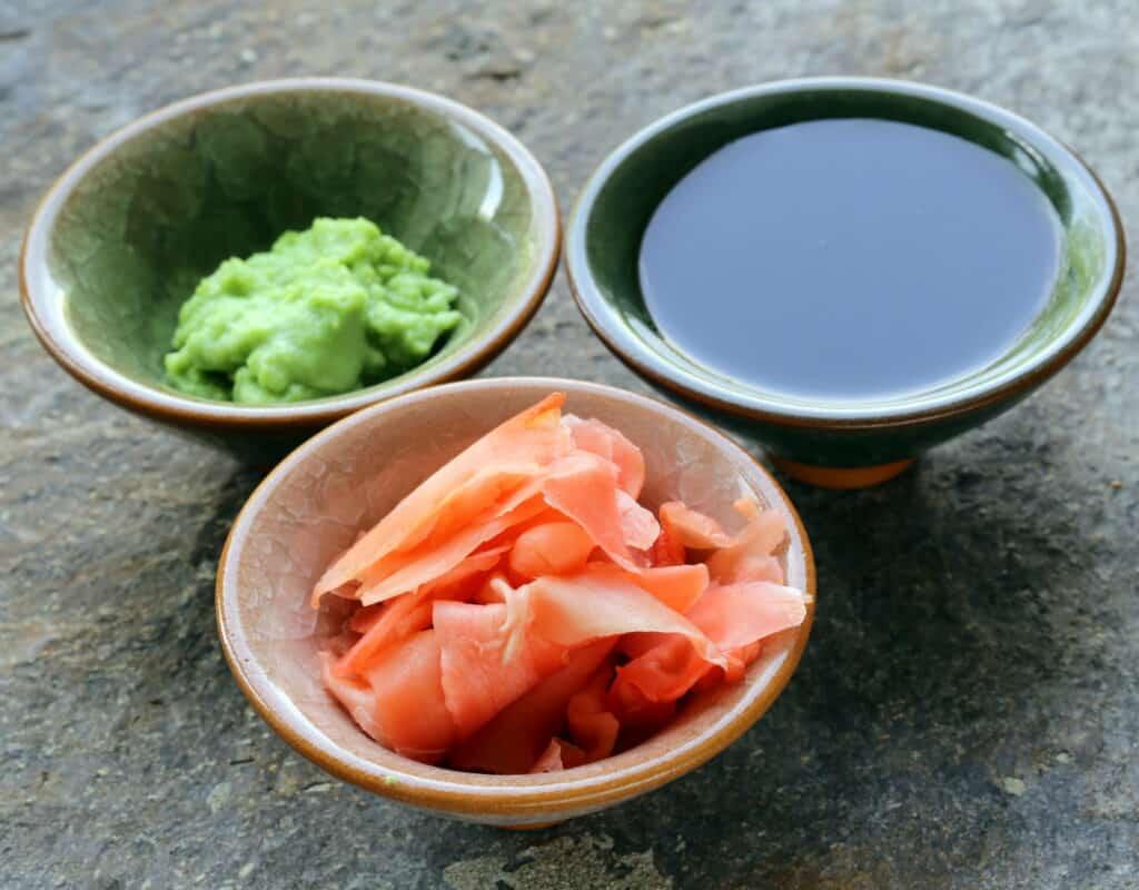 Wasabi, jengibre y salsa de soja para sushi